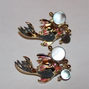 Jewelry - 2 Cute FISH Blowing Bubbles Vintage
